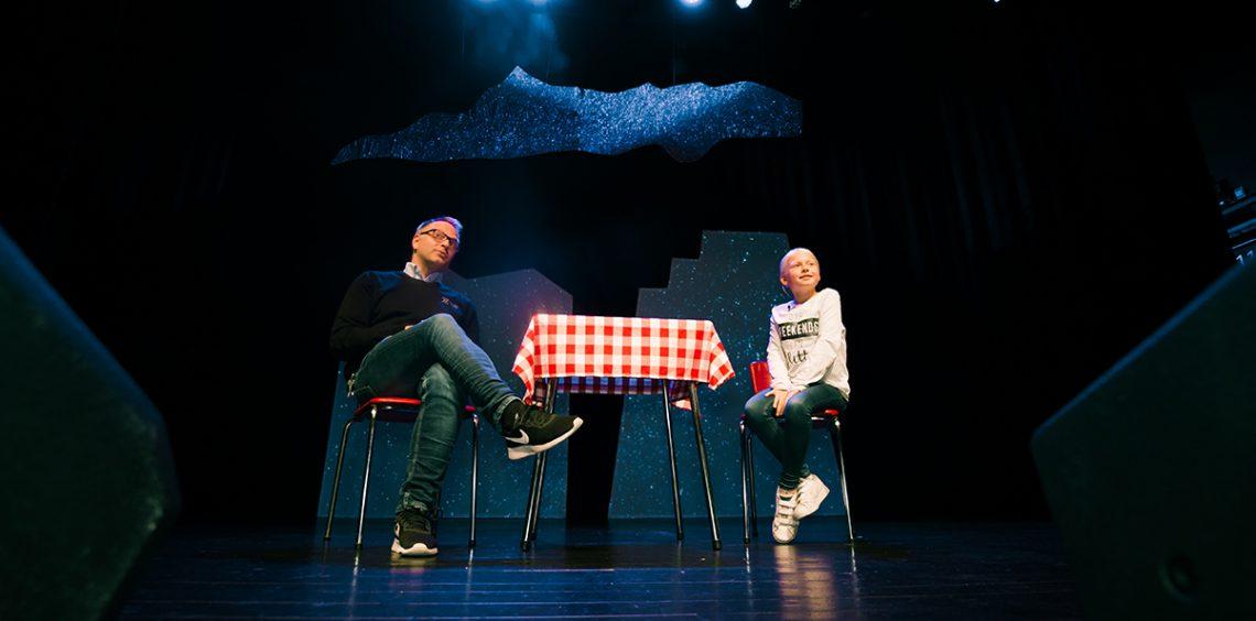 Jan Seland og Sarah Linnea Lande paa scenen